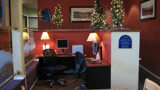 BEST WESTERN PLUS InnSuites Ontario Airport E Hotel & Suites: BEST WESTERN PLUS InnSuites Ontario