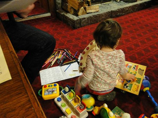 Laurie Arms Hotel: Our daughter enjoying her toys provided