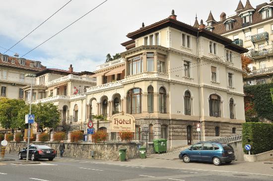 Villa Toscane from bus stop