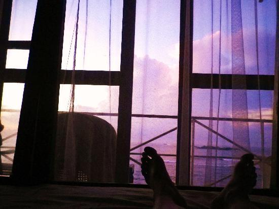 Upul's Guest House: 朝起きたら、空がキレイでベットから撮っちゃいました
