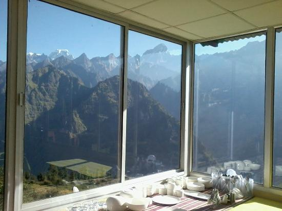 Devi Darshan Lodge: There were beautiful views all around. Seen in the far left is Hathi-Ghoda peak.