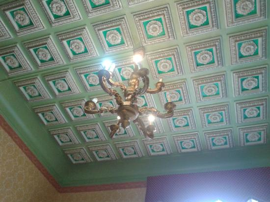 Hotel Cristina: room ceiling
