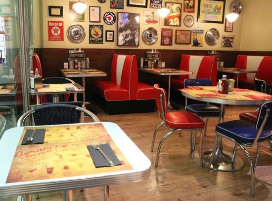 Bernie's diner con estilo de mítico diner americano