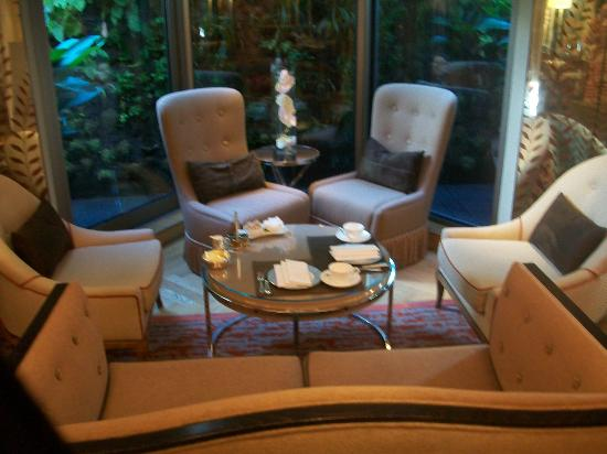 The Athenaeum Hotel & Residences: afternoon tea room