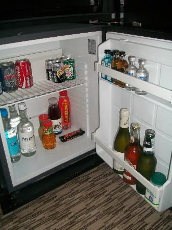 The Athenaeum Hotel & Residences: mini bar with free soft drinks and snacks