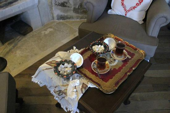 Terra Cave Hotel: welcome tea and delicious turkish delight