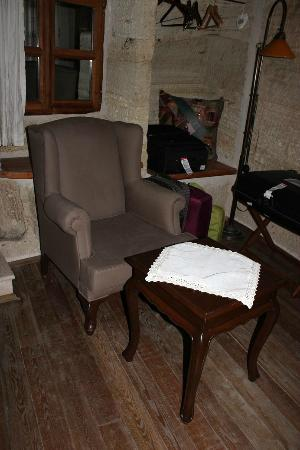 Terra Cave Hotel: sitting area in room 504