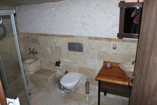 Terra Cave Hotel : bathroom of room 504 comes with turkish marble basin