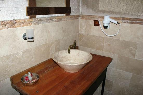 Terra Cave Hotel: bathroom 504