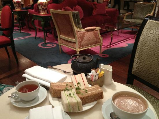 Sofitel London St James: Light afternoon tea in the Rose Lounge