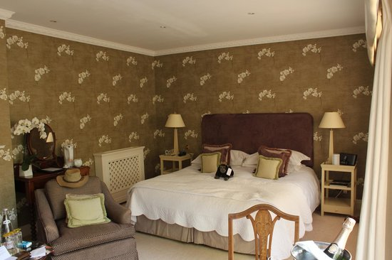 Longueville Manor: the Beautiful Orchid suite