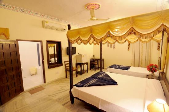 Royal Rooms, Laxmi Palace Hotel (www.laxmipalacehotel.com), Jaipur, Rajasthan, India