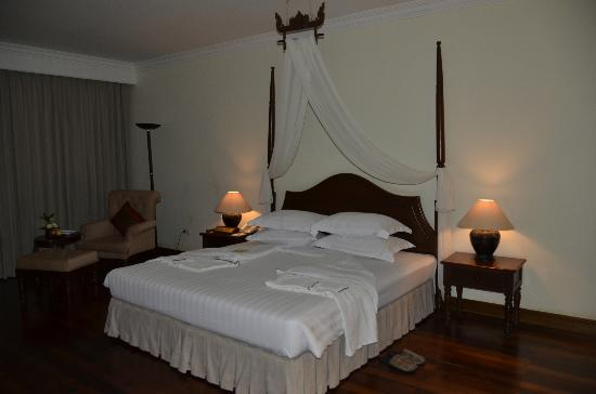 Angkor Palace Resort & Spa: Inside the room