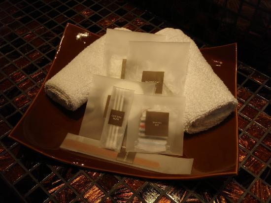 Swissotel Tallinn: Amenities in bathroom