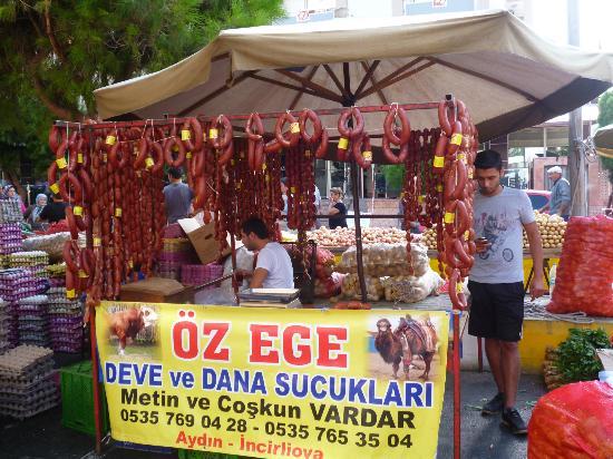 Kusadasi Market: wurst vom rind und kamel