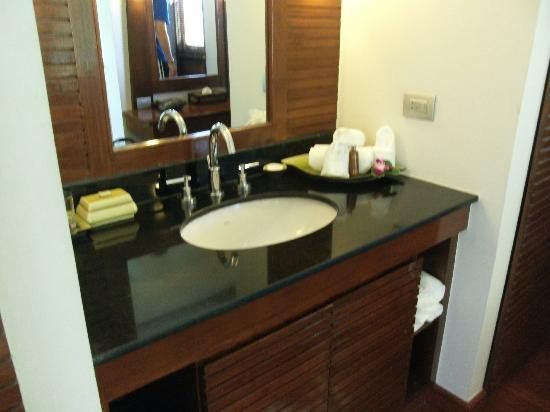 Ayara Hilltops Resort and Spa: Bathroom vanity