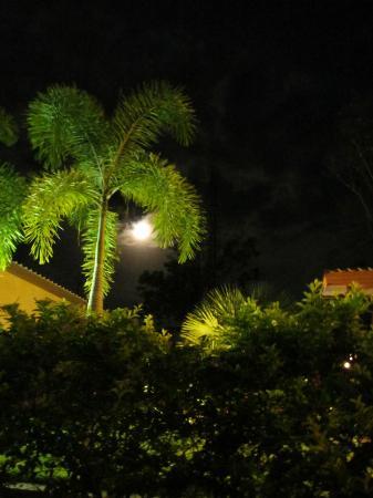 เอสเคป เคบินส์: full moon at escape