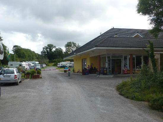 Woodlands Caravan Park: Camp site entrance