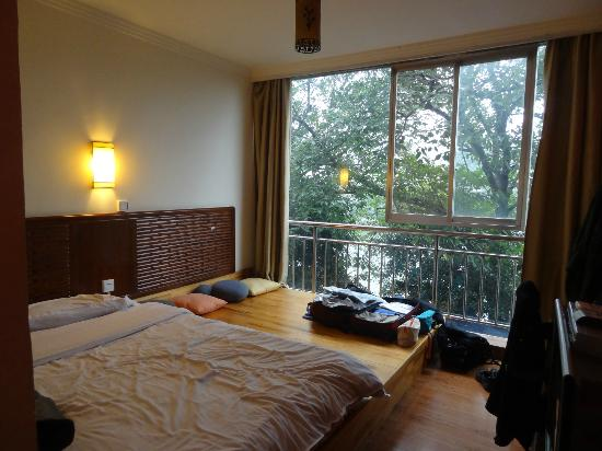 Green Forest Hostel: riverview room 204