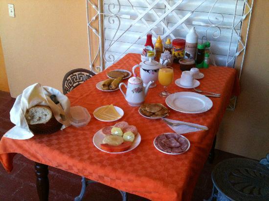 Hostal Dr. Suarez y Sra. Addys: Breakfast