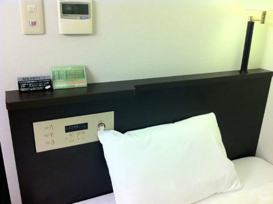 APA Hotel Osaka Higobashi Ekimae : 枕元にはコンセントがありません