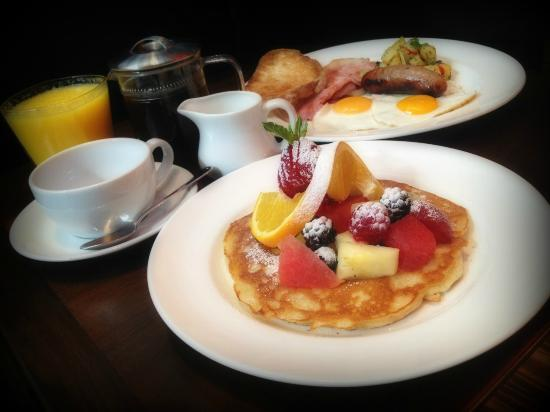 Balans Jumbo breakfast - only 9.95! - Picture of Balans, Greenhithe ...