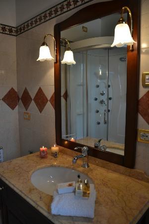 La Corte di Venezia: bagno con cabina doccia