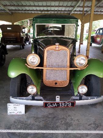Auto World Vintage Car Museum: 2