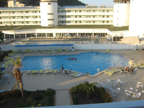 Anita Club Fontana Life: вид из номера на площадку\бассейн\ и соседний (!) отель