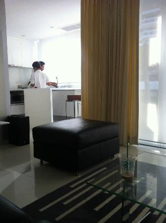 BYD Lofts Boutique Hotel & Serviced Apartments: Clean the room
