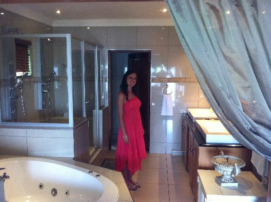 Stirling Manor Boutique Guest House & Conference Facility: Lovely bathroom
