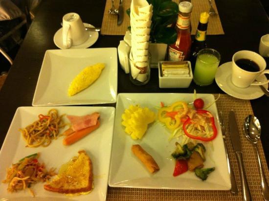Amora Neoluxe: 朝食バイキングは絶望的な不味さでした