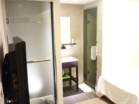 Hotel Puri Ximen Branch: WC, Wash basin and Bath tub are all seperated