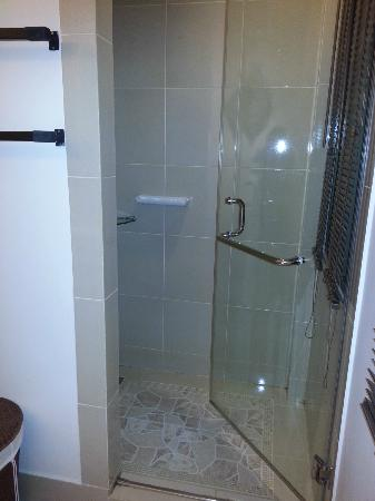 Anyavee Tubkaek Beach Resort: Large shower