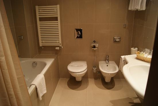 Hotel Beseda Prague: Bathroom at Hotel Christie