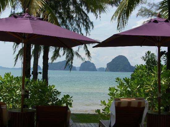 Anyavee Tubkaek Beach Resort: View from infinity pool