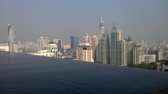 The Okura Prestige Bangkok : オークラホテル:プールからの眺め