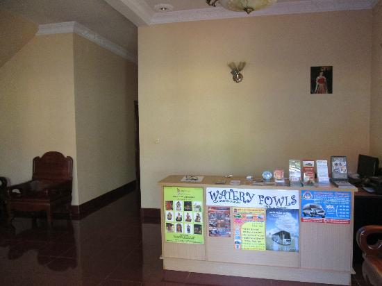 Watery Fowls Guesthouse: The reception area. Plenty of information on tours, cooking classes etc