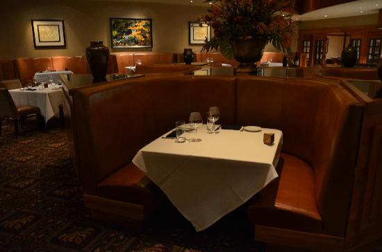 Copper Rock Steakhouse: Comfortable seating options