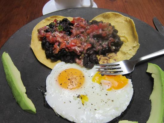 Banana's Cafe: The eggs ranchero