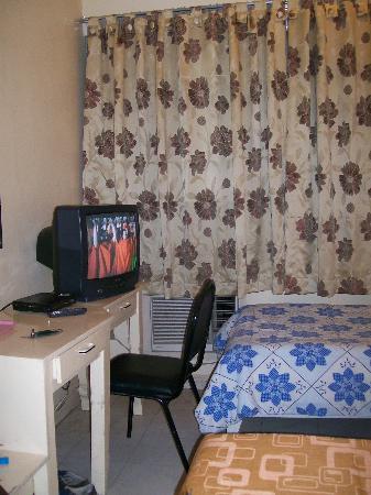 ทาวเวอร์อินน์ดาวาว: room 308 desk & TV