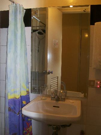 Tower Inn Davao: room 308 bathroom