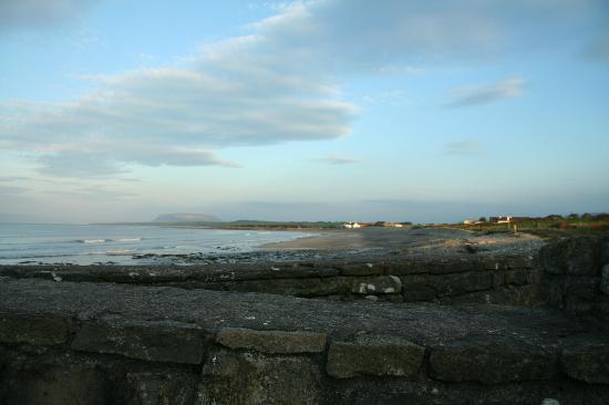 The Beach Bar Sligo: View across the beach from the outside seats