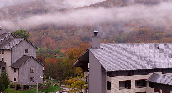 InnSeason Resorts Pollard Brook: Early morning view of mountains from balcony of room in Streamside Building--4th floor
