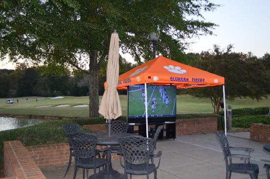 Clemson University's James F. Martin Inn: This was a tailgate the hotel set up outside- there was an away game. LOVED it. So nice.