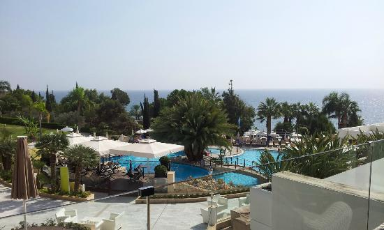Mediterranean Beach Hotel: The pool area