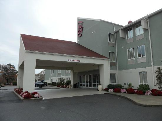 Red Roof PLUS+ Boston   Logan: Red Roof Inn Exterior