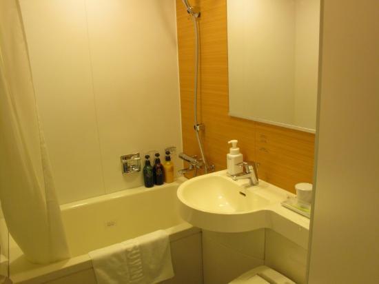 Nishitetsu Inn Nagoyanishiki : バスルームもきれいでした