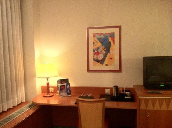 Steigenberger Airport Hotel: センスのよい絵画