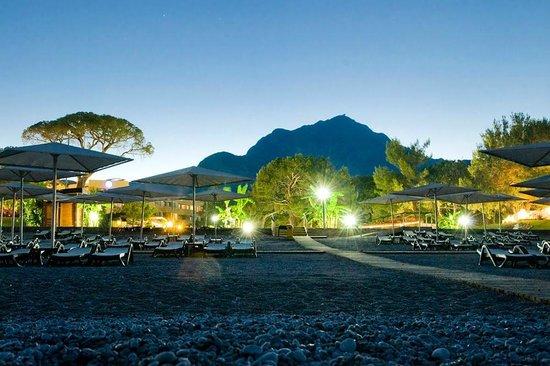 Euphoria Tekirova Hotel: View from the beach to hotel
